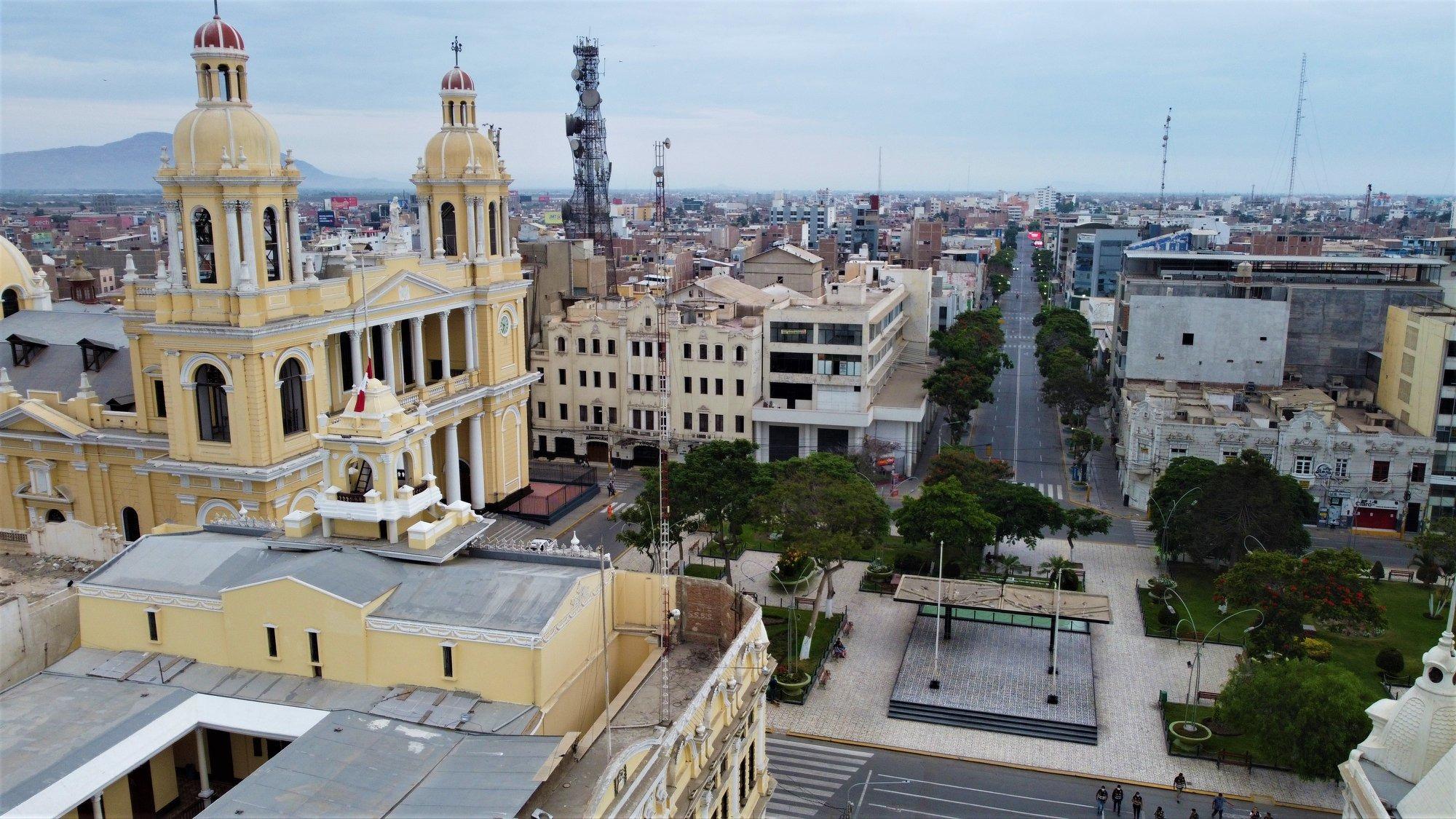 Dron muestra calles de Chiclayo despejadas en segundo día de emergencia