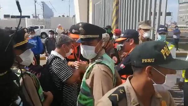 Se registra caos en los exteriores del aeropuerto Jorge Chávez.