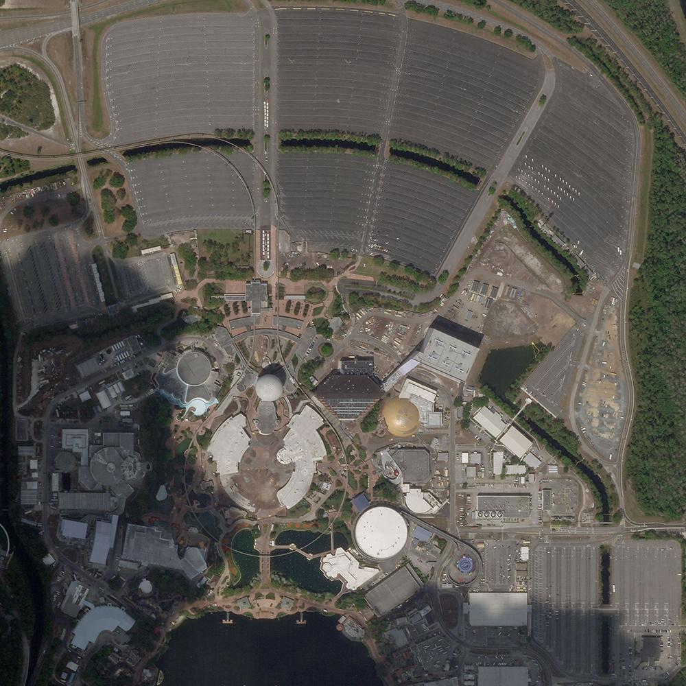 18 de marzo de 2020. Dos días antes Disney suspendió el funcionamiento en sus parques. Ahora los estacionamientos están casi vacíos.