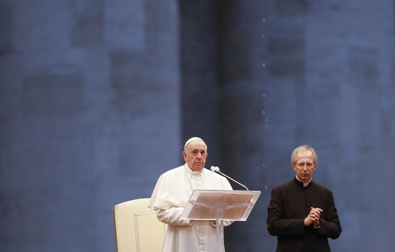 El papa Francisco ha querido tener ahora un gesto extraordinario, cuando el mundo sufre la expansión de este virus que se ha cobrado ya la vida de más de 25.000 personas a nivel global.