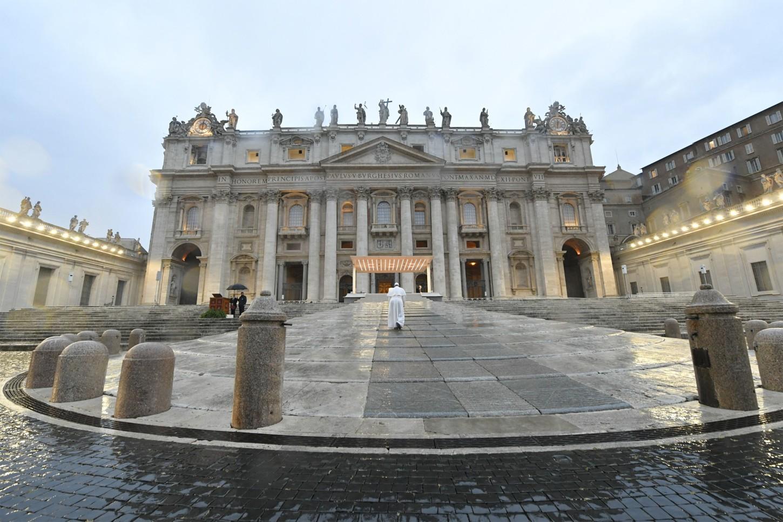 El papa invitó a toda la humanidad a reflexionar en medio de esta crisis sobre la importancia de la fraternidad y de la solidaridad, frente al individualismo y el egoísmo.