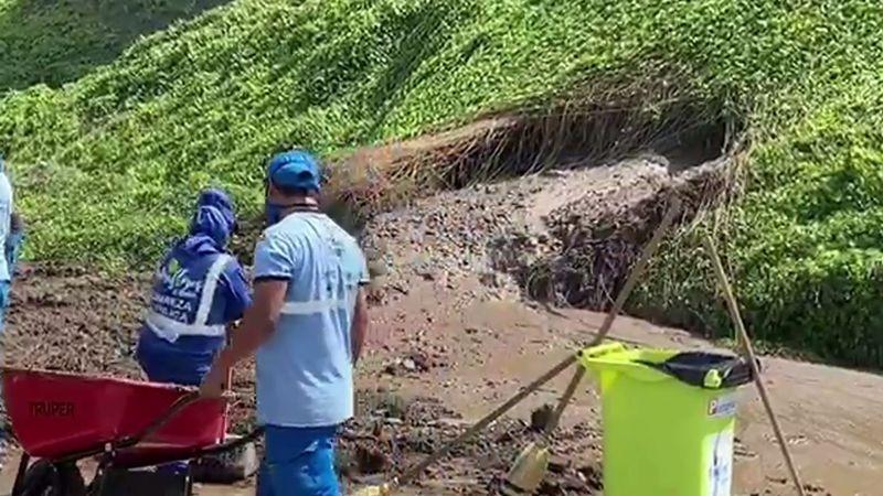 El deslizamiento bloqueó completamente un carril del circuito de playas.
