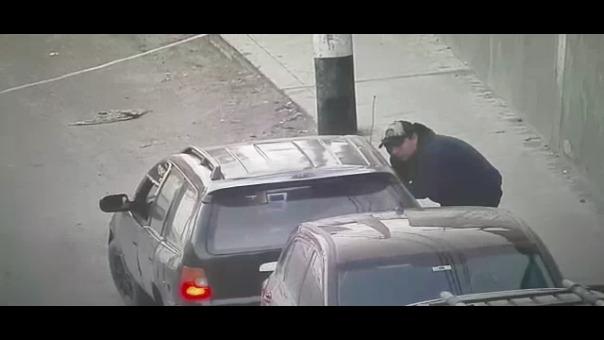 Los hombres mostraban una actitud sospechosa y fueron detectados por las cámaras.