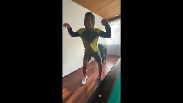 Jefferson Farfán reto a sus compañeros a bailar