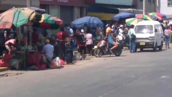 Así se ve el exterior del ex mercado Mayorista, pese a la advertencia de medidas de protección frente al nuevo coronavirus.