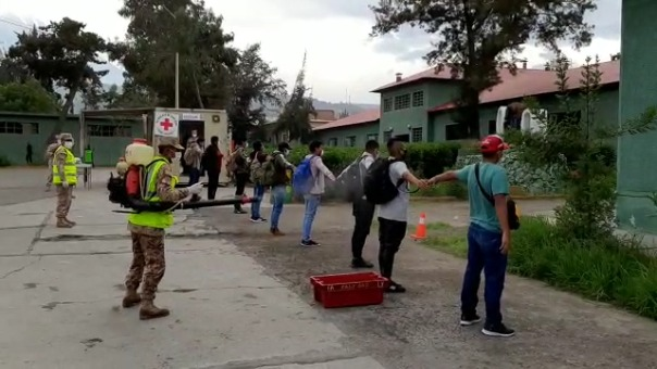 Los jóvenes de las promociones 2017, 2018 y 2019 acudieron al llamado del presidente Martín Vizcarra, para brindar el servicio militar durante el estado de emergencia.