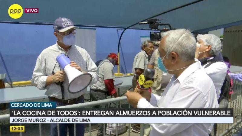 Jorge Muñoz encabezó la entrega de alimentos a personas bajos recursos.