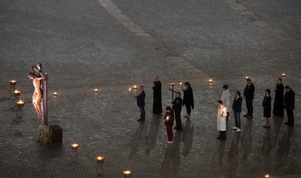 No fue hasta el año 1964 cuando el pontífice y beato Pablo VI eligió para acoger esta ceremonia el Anfiteatro Flavio, símbolo de la persecución de los primeros cristianos en época romana.
