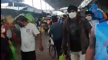 Las autoridades dispusieron que todas las personas lleven mascarillas de manera obligatoria.