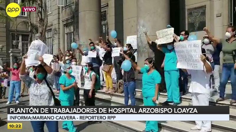 Los trabajadores también pidieron a las autoridades mejores implementos para tratar a los pacientes con coronavirus.