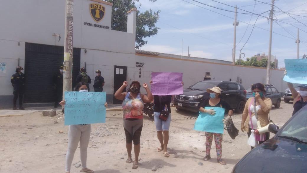 Familiares de internos del penal de Chiclayo protestaron