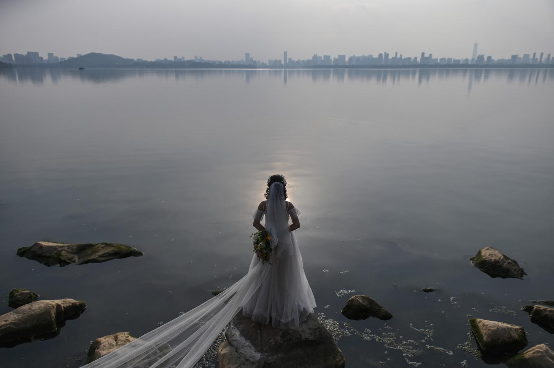 La pareja había planeado su matrimonio para agosto de este año, pero pospusieron la celebración de su matrimonio debido a COVID-19.