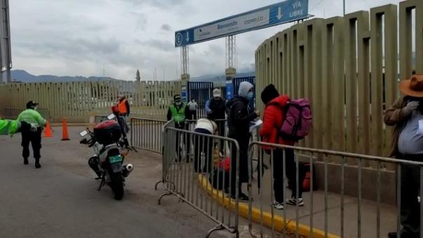 Los mismos aviones regresaron a la capital con limeños que permanecieron varados en Cusco hace más de 30 días. Ellos fueron empadronados y esperaron en las afueras del aeropuerto Velasco Astete para abordar.