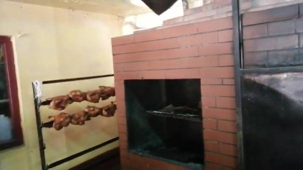 En la pollería ubicada en el jirón San Sebastián Lorente en el distrito de El Tambo se halló a siete personas que no tenían elementos de protección y preparaban los alimentos en un ambiente insalubre.