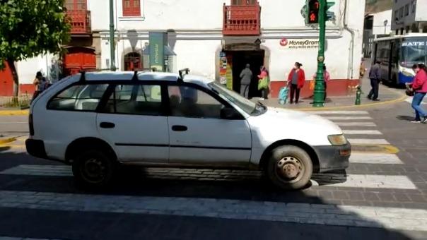 El gerente de Tránsito y Viabilidad de la Municipalidad de Cusco, Henry Hurtado, dijo que los conductores tendrán que usar todos los implementos de bioseguridad como mascarillas, guantes, alcohol en gel y solo podrán trasladar a dos pasajeros.
