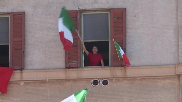Italianos cantan