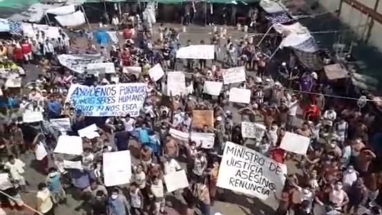 Internos protestan dentro del penal de Chiclayo