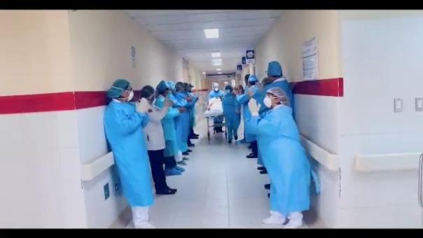 Todos los pacientes recuperados agradecieron al personal médico y se comprometieron a cumplir el aislamiento social obligatorio.