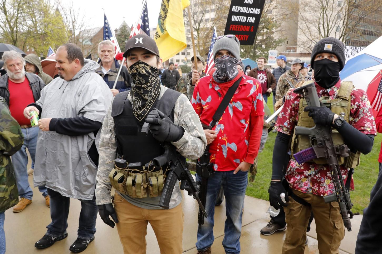 Fue la segunda vez este mes que los manifestantes han exigido que Gretchen Whitmer levante las restricciones de cierre en el estado, con más de 3 500 personas fallecidas por el coronavirus, según un recuento de la Universidad Johns Hopkins.