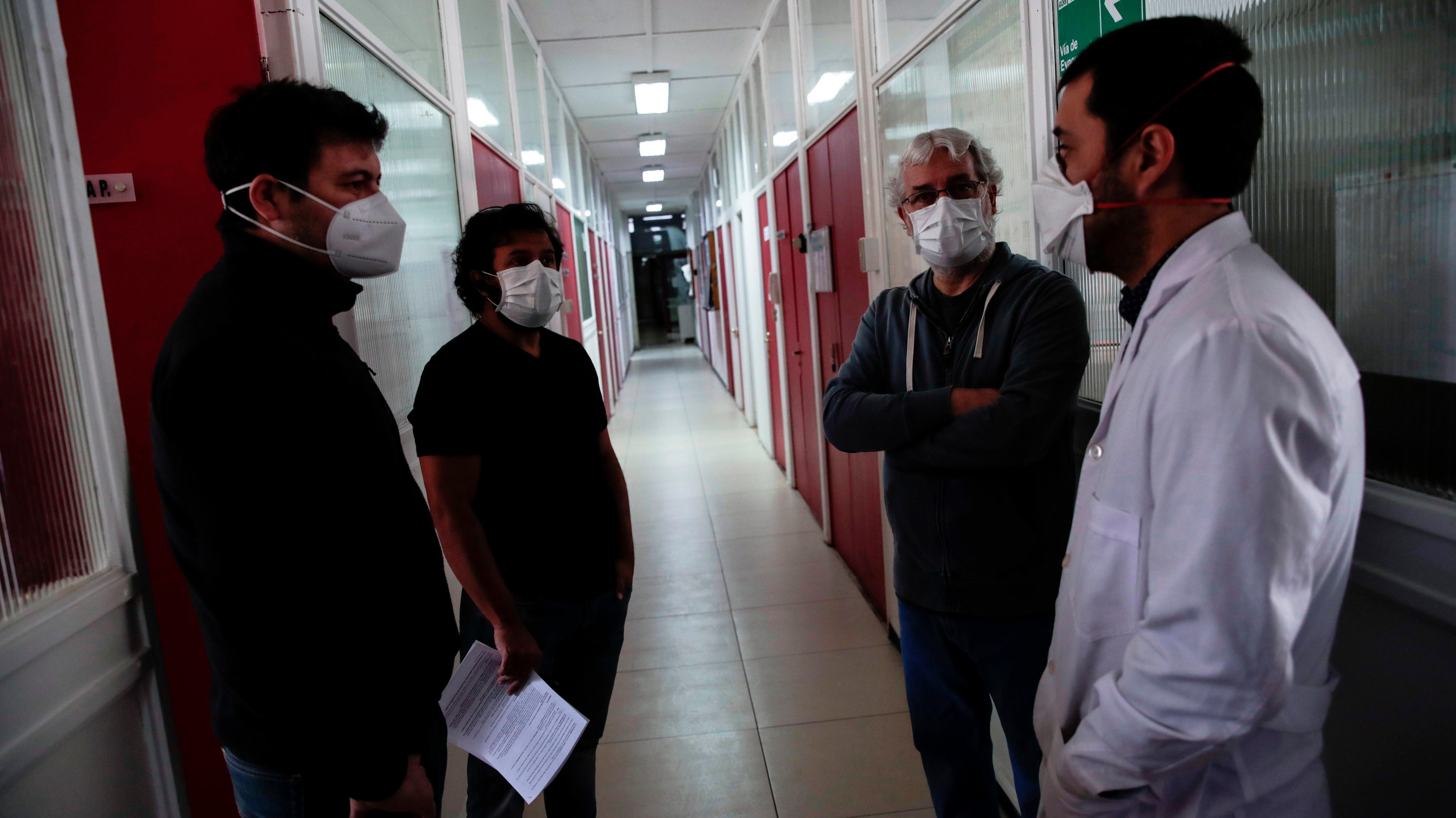 Aldo Gaggero, director del programa de Virologia de la Facultad de Medicina de la Universidad de Chile