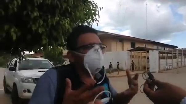 Cristóbla brinda declaraciones a la prensa, en las afueras del hospital Regional, el martes 28 de abril.
