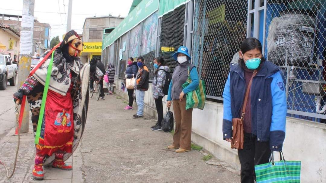 Huacones recorren las calles en esta emergencia sanitaria