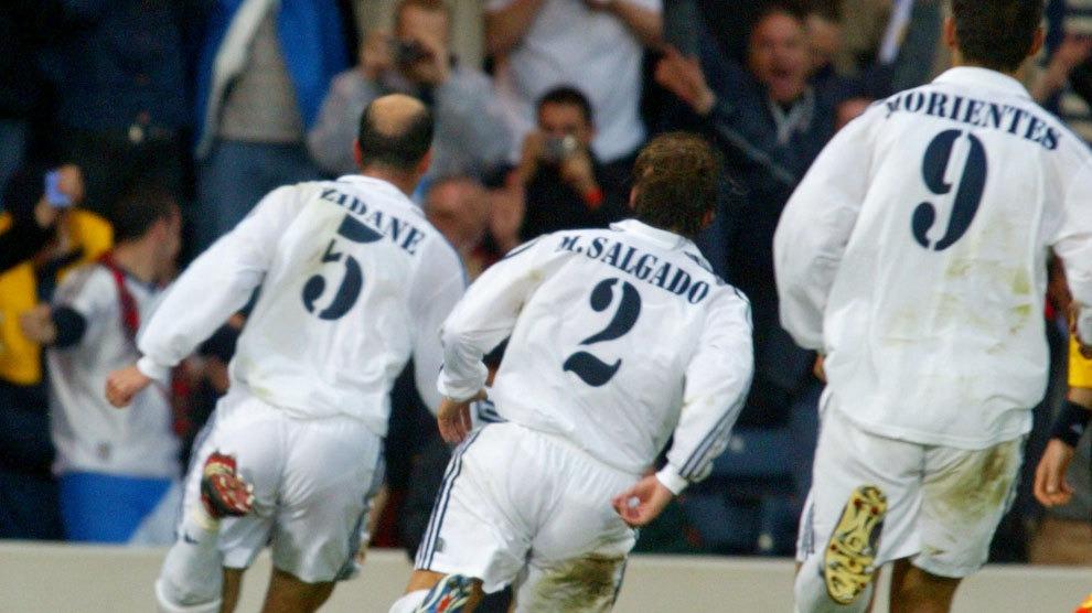Así fue el gol que marcó Zinedine Zidante ante el Bayer Leverkusen.