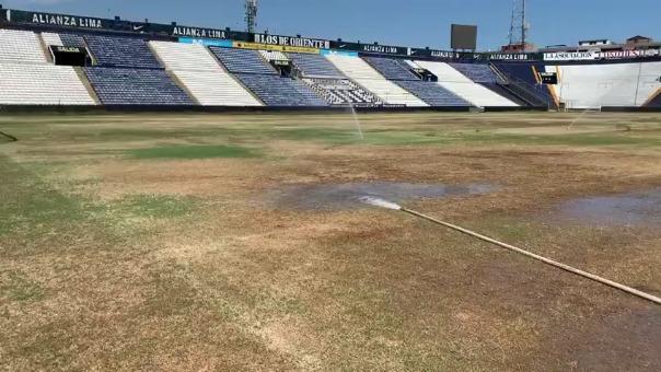 Así luce el campo del estadio Alejandro Villanueva producto del Estado de Emergencia que vive el país.
