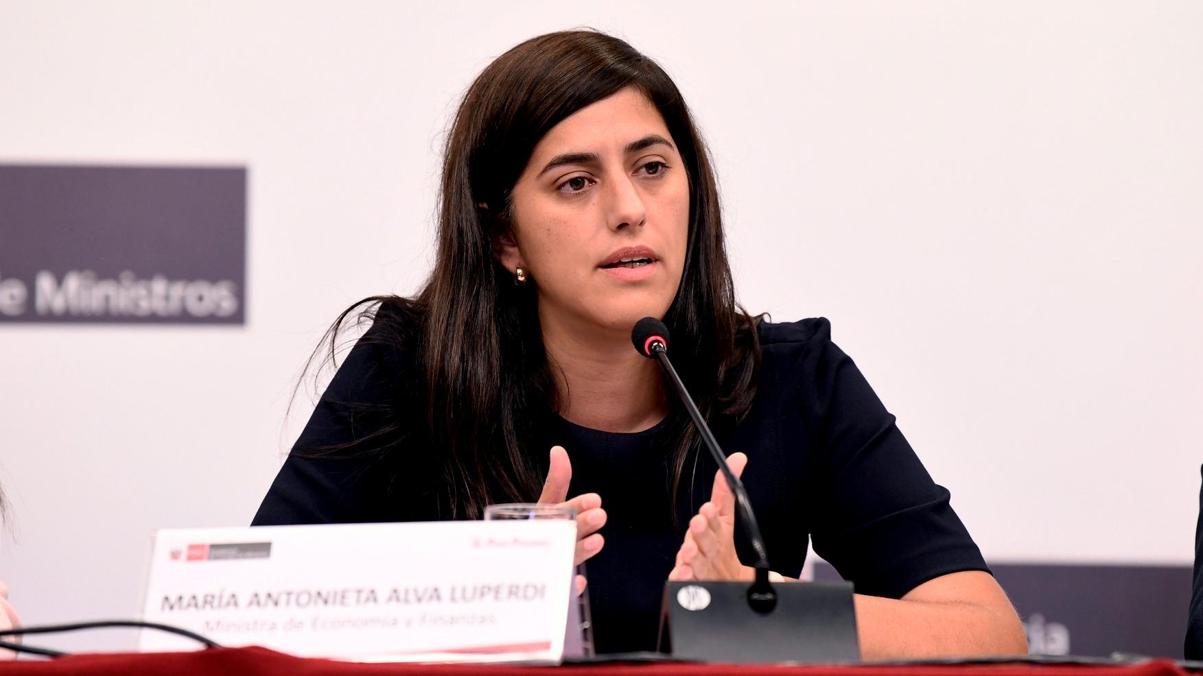 Entrevista a María Antonieta Alva, ministra de Economía.