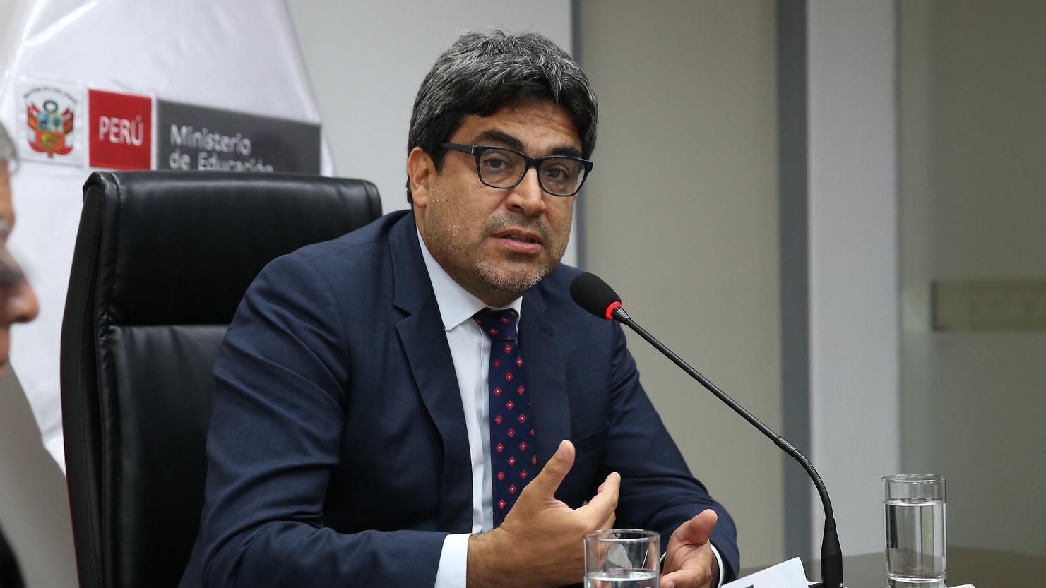 Ministro de Educación participó en conferencia de prensa.