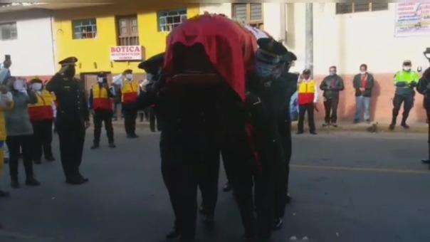 Esposa e hija acompañaron el féretro desde Cusco hasta Yucay.