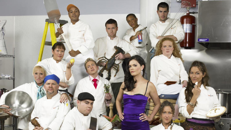 """""""Top Chef: Temporada 1"""". Estreno 1/6. Se te hará agua la boca con este reality que documenta las delicias y malicias que surgen en una cocina cuando enfrentas a 12 chefs profesionales en desafíos culinarios."""