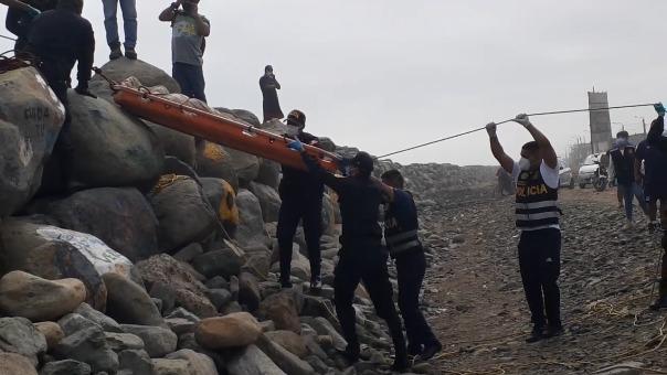 El cuerpo fue retirado por agentes de la Unidad de Rescate de la Policía Nacional.