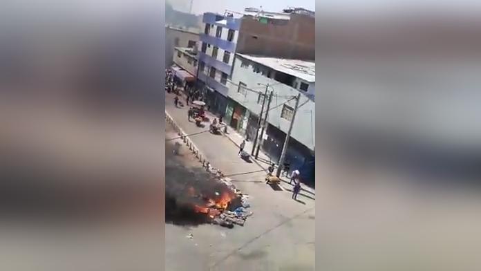Comerciantes queman basura