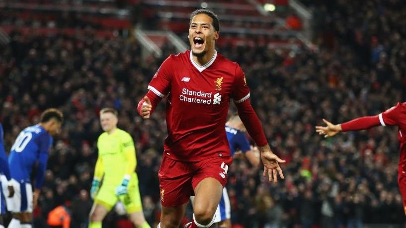 Golazo de Virgil Van Dijk en el entrenamiento del Liverpool