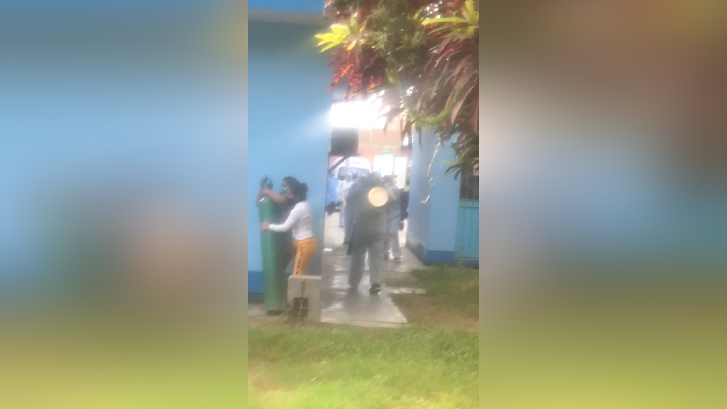 Familiares en su desesperación llevaron los tanques de oxígeno