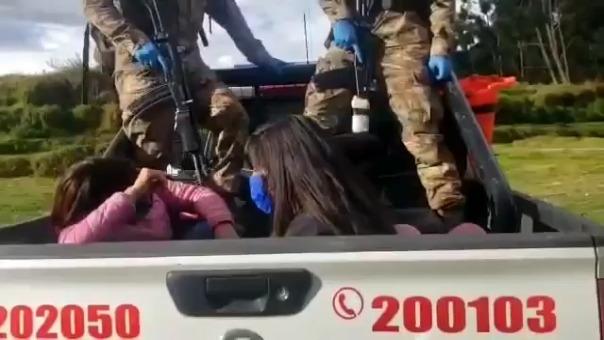 Las mujeres mostraron un comportamiento irrespetuoso con la Policía y el Serenazgo.