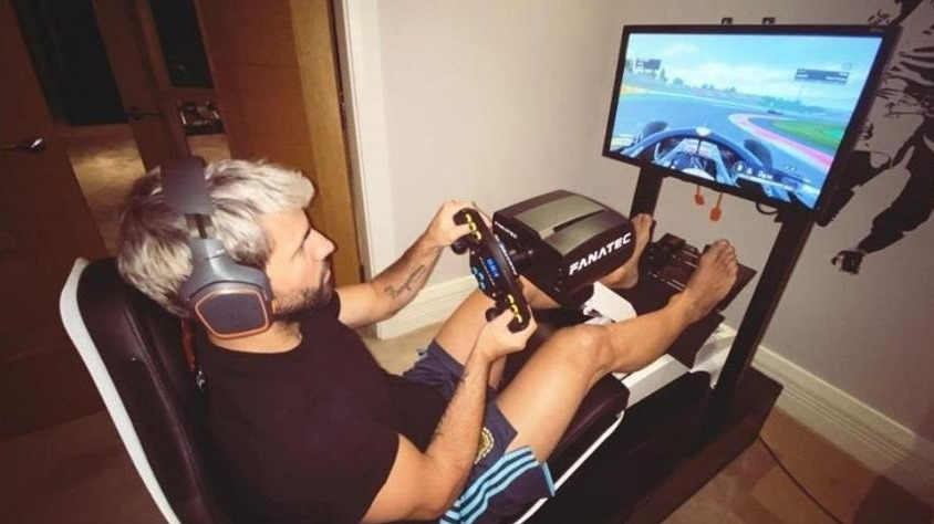 Sergio Agüero renovó su silla gamer con los colores del Manchester City
