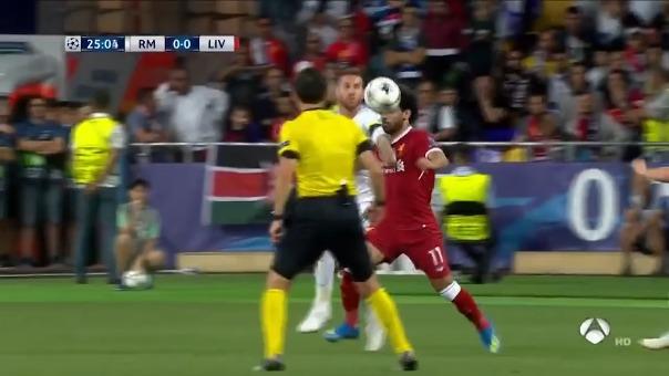 Así fue la entrada de Sergio Ramos a Mohamed Salah en la final de la Champions League.