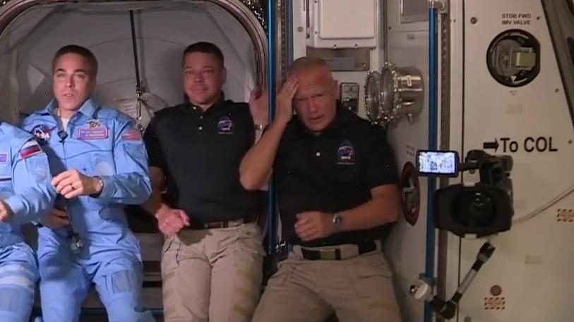 Doug Hurley sufrió un golpe al entrar a la Estación Espacial Internacional.