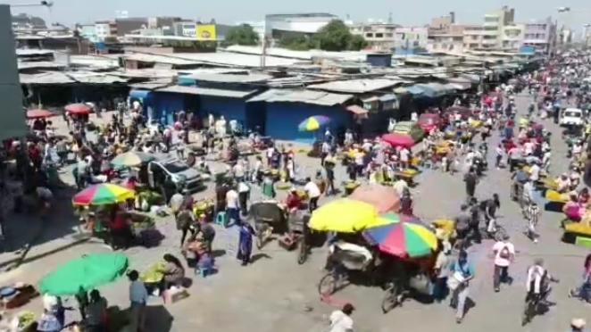 Comercio ambulatorio en calles aledañas al mercado Modelo