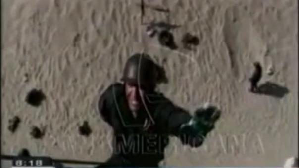 En este video, el mayor Bazán dedica su primer salto de rapel a sus tres hijas.