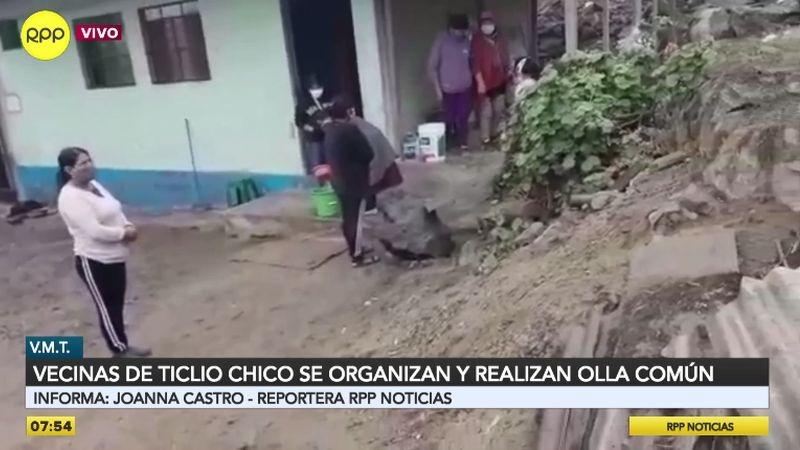 Las mujeres organizadas llevan ayuda a sus vecinos.