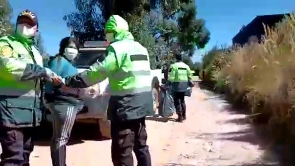 Junto al policía, fue detenida Cecilia Herrera Rubio quien habría amenazado a los ronderos.