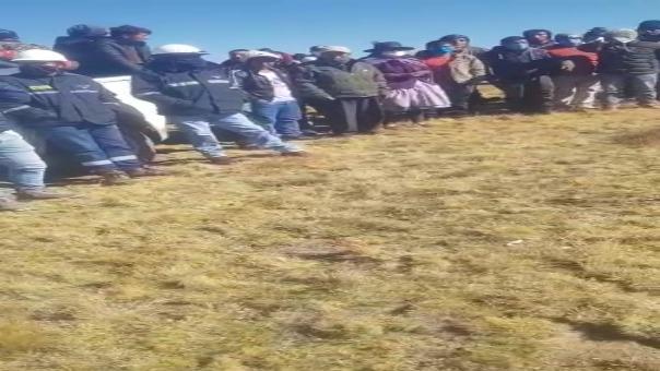 A fin de poner orden en la zona, un contingente policial de la comisaría de Huancavelica está en camino al lugar.