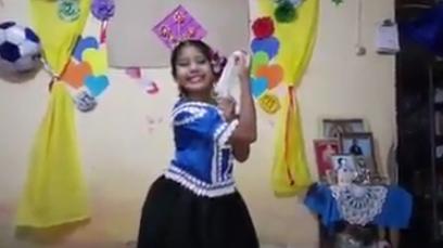 Alumna del colegio San Carlos grabó video