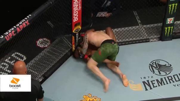 Mark Vettori ganó la pelea por sumisión en UFC