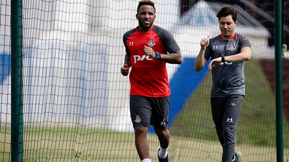 Jefferson Farfán retornó a los entrenamientos con Lokomotiv en la sede del club