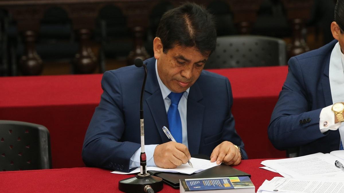 Tomás Gálvez denunció constitucionalmente a Pablo Sánchez.