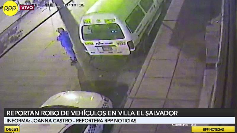 Los delincuentes no tienen reparos en robar automóviles estacionados frente a las casas de sus dueños.